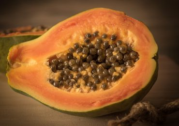 Insalata di papaya e avocado.